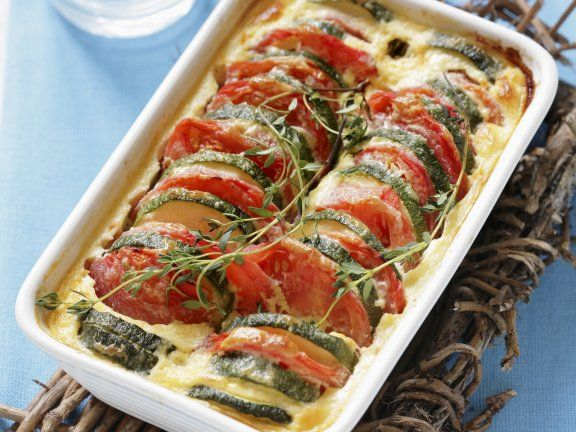 Probieren Sie den leckeren Tomaten-Zucchini-Auflauf von EAT SMARTER oder eines unserer anderen gesunden Rezepte!
