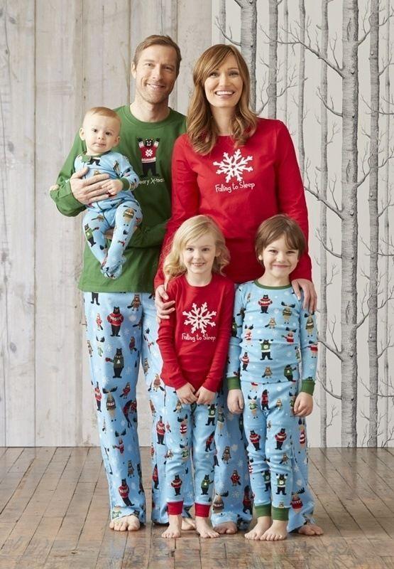 Pijamas Hatley Beary. Pijama de vivos colores, camiseta de manga larga, en PUNTO DE ALGODÓN. El oso va bordado. #RopaInteriorMasculina #hombre #regalos #navidad http://www.varelaintimo.com/40-pijamas