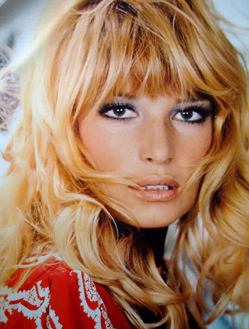 Monica Vitti Great way to...do I want bangs??? But I am afraid to have bangs.