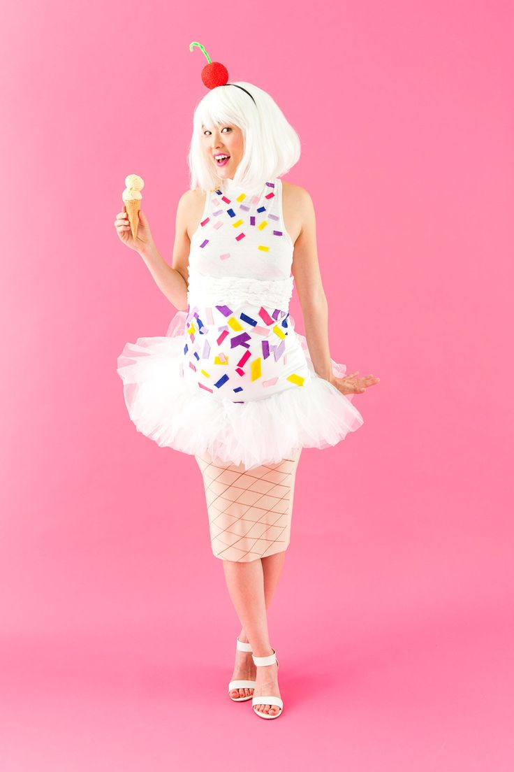 Dress up as an ice cream cone for Halloween with this maternity costume DIY.