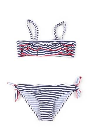 Traje de baño tipo bikini para niña, con diseño de rayitas azul oscuro y blanco con detalles en rojo.