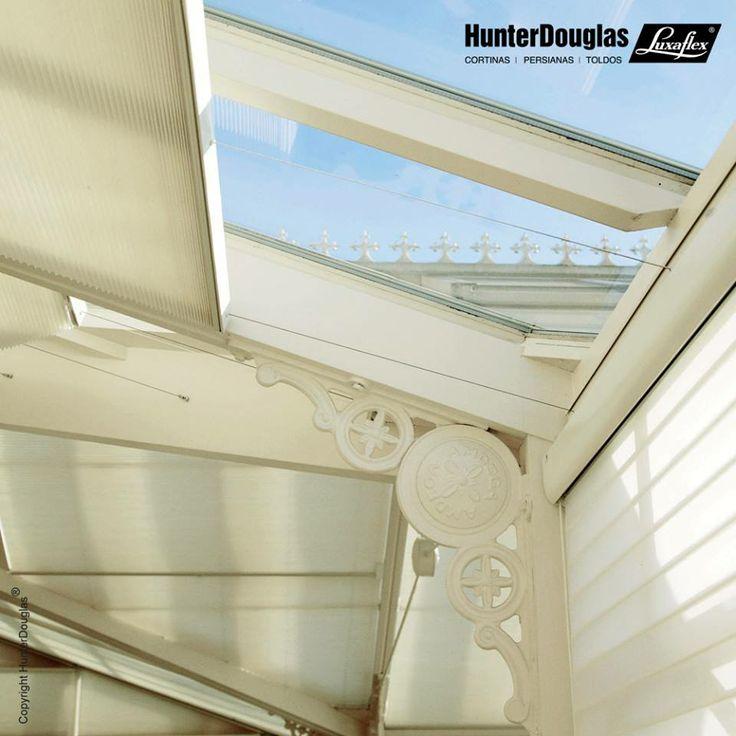 O novo acionamento da cortina Duette é uma ótima solução para tetos de vidro de grandes proporções. Prático e moderno, o SkyLift pode ser acionado por haste flexível ou motorização.