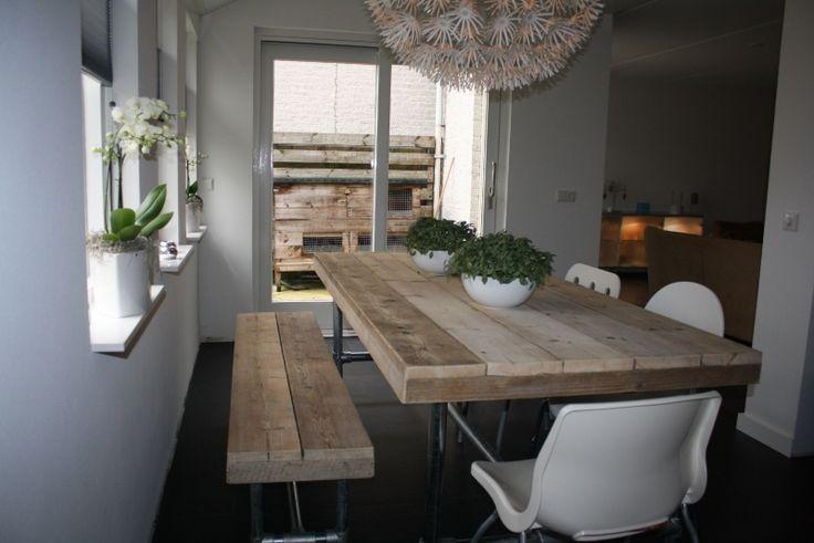 Meer dan 1000 afbeeldingen over tafel verschillende stoelen op pinterest philippe starck - Tafel en witte stoelen ...