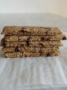 """Croccanti e nutrienti queste barrette sono perfette come snack, soprattutto prima o dopo la palestra o una colazione """"on-the-go"""".  Senza glutine, senza latticini, vegan."""