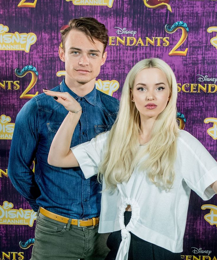 Dove Cameron's Boyfriend Says He Fell In Love With Her On Their First Date #refinery29 http://www.refinery29.com/2017/11/182290/dove-cameron-thomas-doherty-first-date#slide-1
