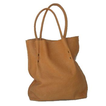 A Rosa Maseda super big leather shopper with a compartment for your money wallet.