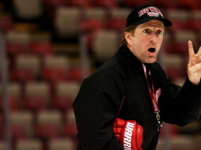 Mike Babcock Leaving Red Wings for Toronto Maple Leafs - http://movietvtechgeeks.com/mike-babcock-leaving-red-wings-for-toronto-maple-leafs/-Mike Babcock has been hired by the Toronto Maple Leafs, according to NHL. com, and an official announcement that will be made official on Thursday.