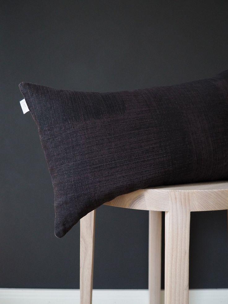 L = Local | Heidi Risku | Makers Design Market Vaasa - Ida Vikfors Studio tyynynpäällinen - Peltola Oy Deco pöytä