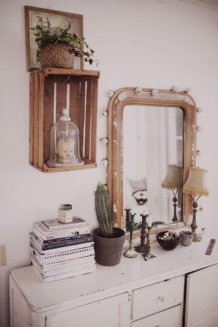 une idée déco pour donner un style rétro à votre intérieur : un miroir vintage