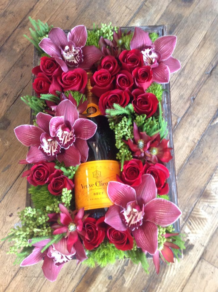 Send Bubbly & Bloom Gift Box in West Hollywood, CA from Seed Floral, the best florist in West Hollywood. All flowers are hand delivered and same day delivery may be available.