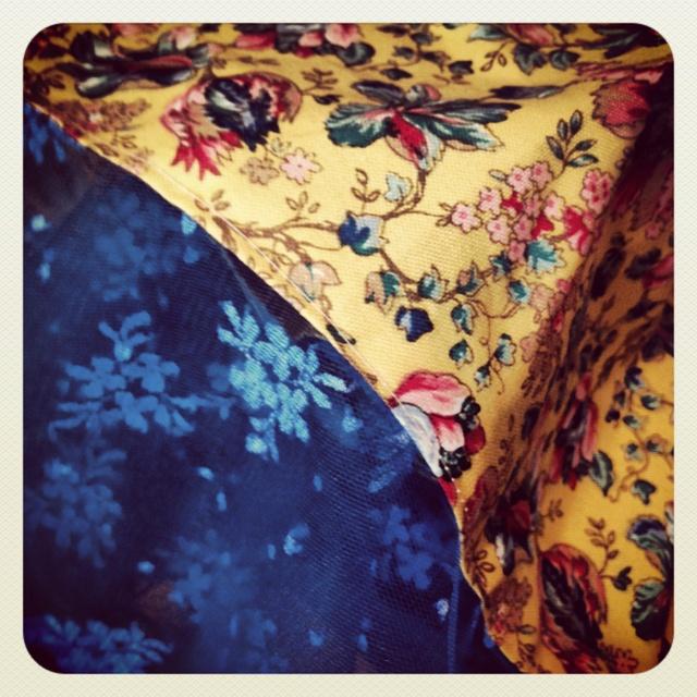 Vintage floral dress with lace hem