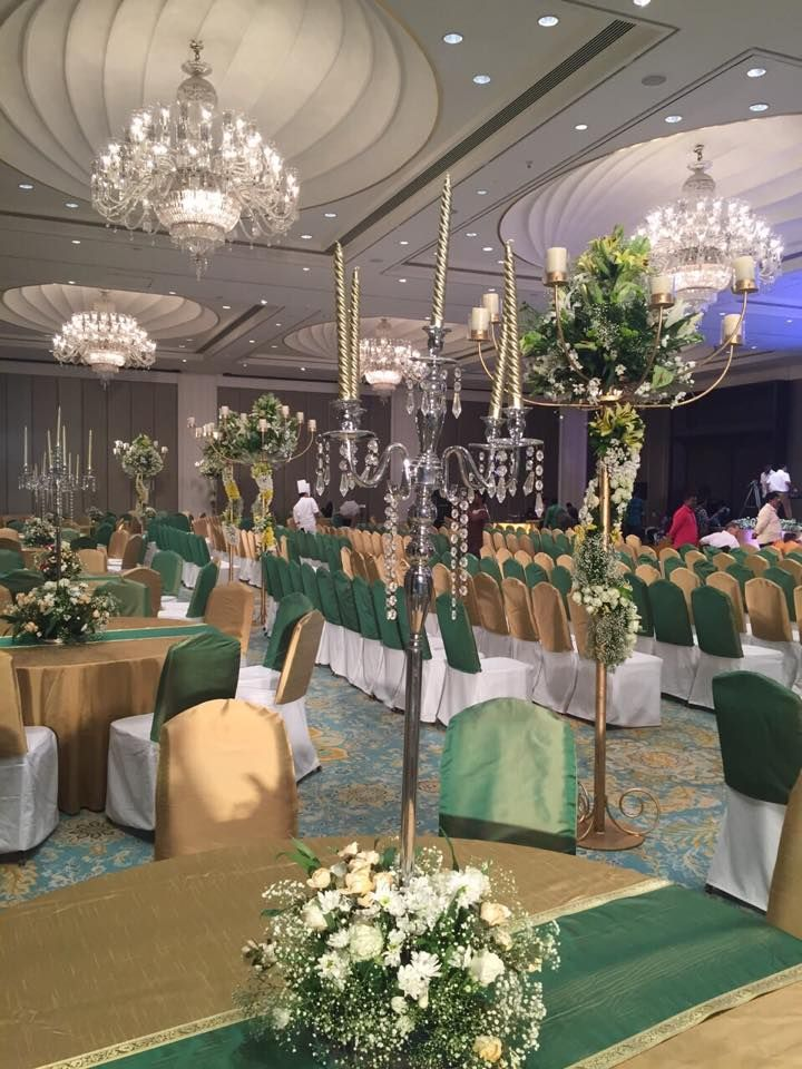 Aristocratic green! Photo by Sumyog Wedding, Chennai #weddingnet #wedding #india #indian #indianwedding #weddingdecor #decor #decorations #decorators #indoorwedding #indoor #indordecorator #indianweddingoutfits #outfits #backdrops #llittlethings #flowers #green #aristocratic