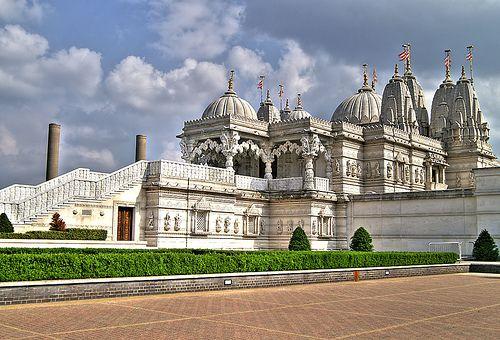 Piu grande tempio indù Londra(Shri Swaminarayan Mandir)