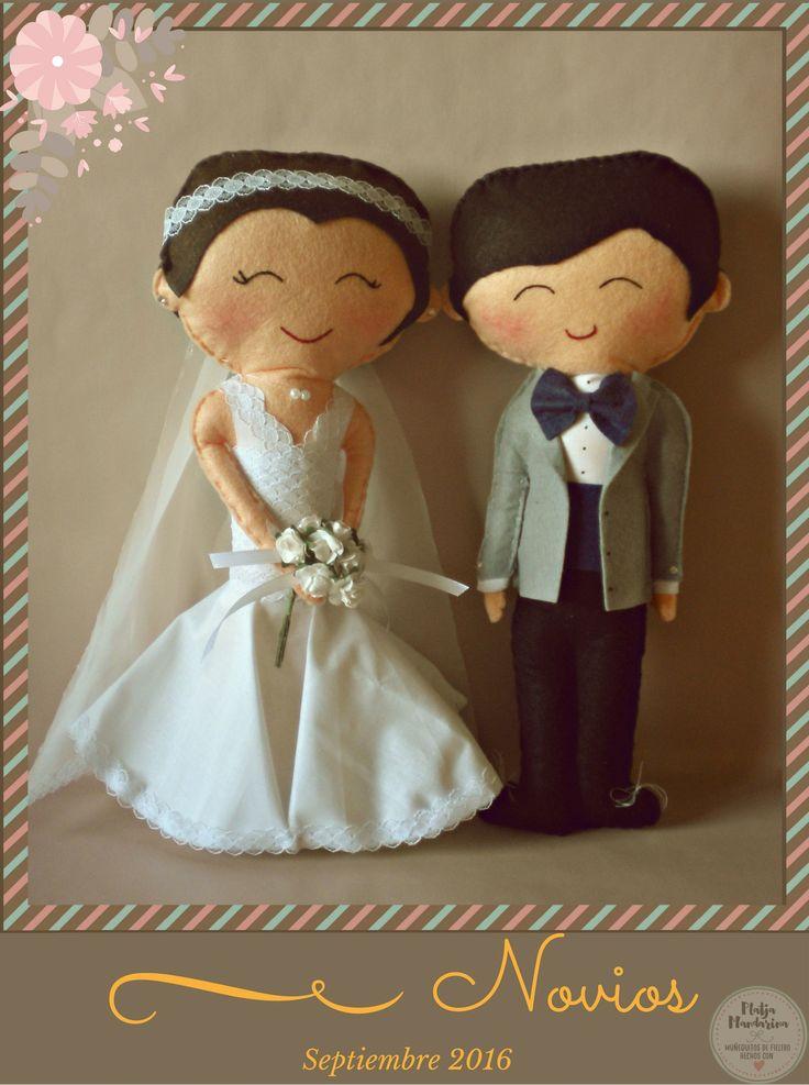 Novios de fieltro personalizados. https://platjamandarinablog.wordpress.com/2016/09/28/novios-de-septiembre Pareja de fieltro ¡Boda en Otoño! Bride