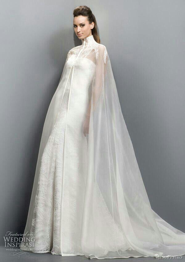 bridal cape as veil by Jesus Peiro 2011 wedding dress collection |  Capa a modo de velo de Jesús Peiró