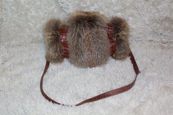 Муфта из лисы и кожи. Длину ремешка можно регулировать , кожа натуральная.