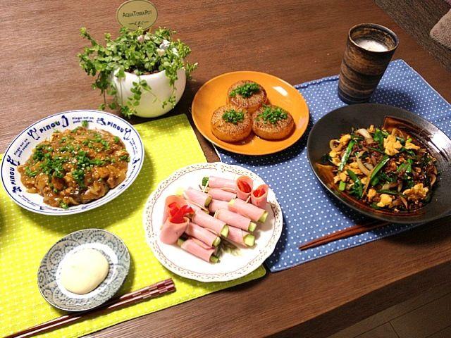 お昼ご飯のカレーが残ってたから、茄子に乗っけて新メニュー!家庭菜園のパプリカとネギも使ってるよ。 (^ー^)ノ - 24件のもぐもぐ - 挽肉とニラの甘辛炒め、きゅうりとパプリカのハム巻、茄子のカレーあんかけ、大根ステーキ、ビール by pentarou
