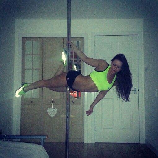 Nicola Hanley #superman #polemove #poledancer #poledancing #polefitness #polelove