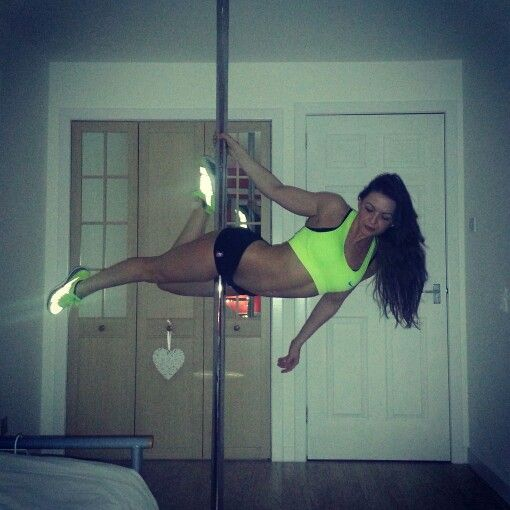 Nicola Hanley #superman #polemove #poledancer #poledancing #polefitness #polelove