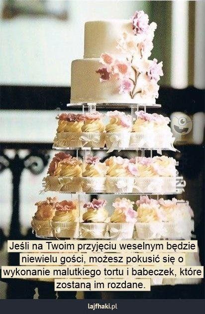 Pomysł na tort weselny - Jeśli na Twoim przyjęciu weselnym będzie niewielu gości, możesz pokusić się o wykonanie malutkiego tortu i babeczek, które zostaną im rozdane.