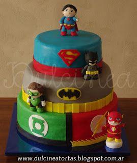 Torta Liga de la Justicia: Toda la decoración fue realizada artesanalmente en azúcar, incluidos los modelados de los personajes.