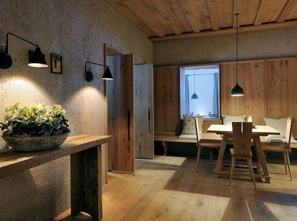 V objektu je sedmnáct luxusních pokojů a sedm exkluzivních apartmánů. Ceny ubytování začínají na 150 eurech za noc.