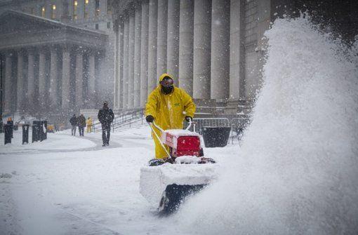 Ein gewaltiger Schneesturm fegt über New York City und bringt die Stadt nahezu zum Erliegen. Foto: EPA http://www.stuttgarter-zeitung.de/inhalt.schneesturm-juno-in-den-usa-gewaltiger-blizzard-ueberrollt-new-york.52ccd9b5-46db-4a63-9318-96e62605f896.html  Bis zu 50 Millionen US-Bürger betroffen http://www.stuttgarter-zeitung.de/inhalt.blizzard-kommt-auf-new-york-zu-bis-zu-50-millionen-us-buerger-betroffen.fdd6707d-ffa6-47e6-8527-001cf5d014d6.html