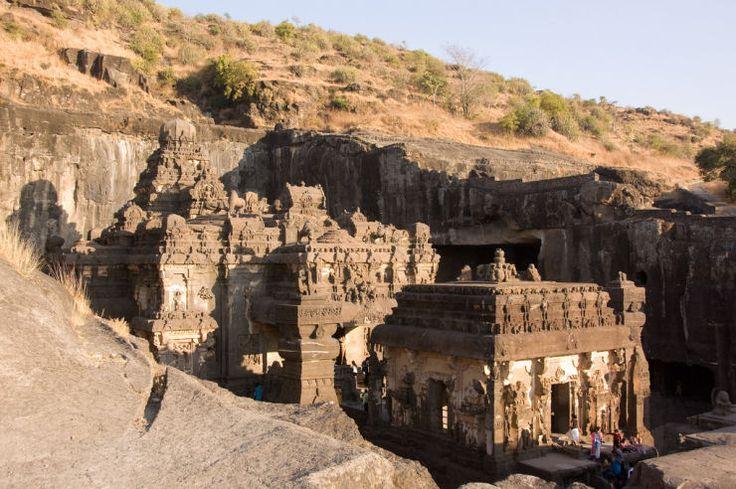 Templo de Kailassa (Ellore - India)  Esculpido em uma única rocha.