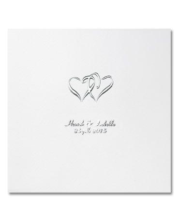 Hearts är ett klassiskt kort med silverfoliepräglade hjärtan på naturvitt papper. #calligraphendetails #bröllopskort #bröllop #wedding #invitations #hearts
