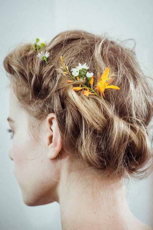 Le défilé Valentino haute couture printemps-été 2015 http://www.vogue.fr/beaute/en-coulisses/diaporama/le-dfil-valentino-haute-couture-printemps-t-2015/18820/carrousel#7