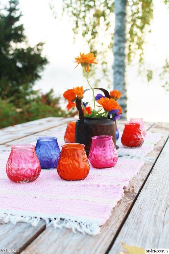 pöytä,usva,poppana,kynttilä,kuparipannu,kahvipannu,kukkamaljakko,kupari,värikäs,lankkupöytä,koivu
