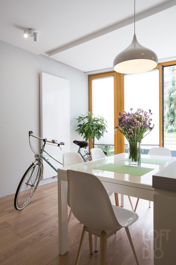 heater in apartment design by LOFTSTUDIO/ biały, minimalistyczny grzejnik we wnętrzu zaprojektowanym przez LOFTSTUDIO Pragniesz podobnego wnętrza to zgłoś się do nas www.loftstudio.pl