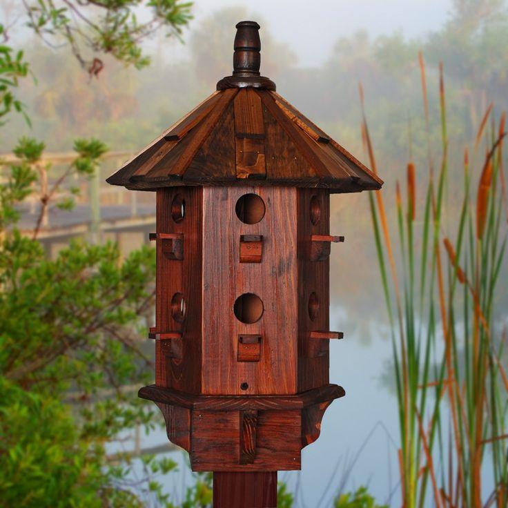 Madera casa del pájaro en venta especialmente para las aves pájaro avión morado. Estos nidos artesanales representan el cuadro perfecto casero martin