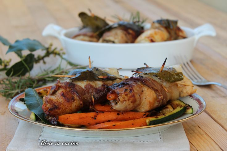 Involtini di pollo con pancetta e verdure