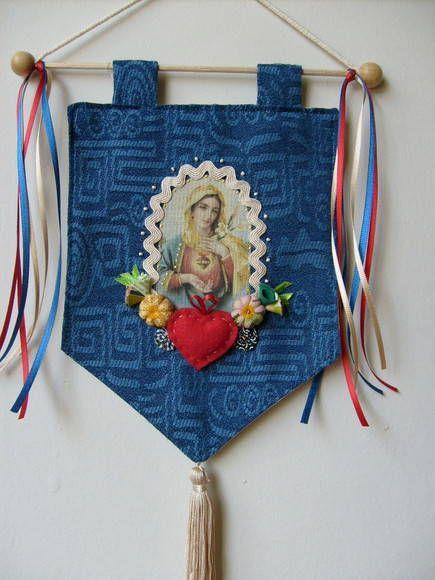 Estandarte sagrado Coração de Maria Produto totalmente artesanal Feito em tecido , com fitas e flores Sujeito á variações Podemos fazer com outros motivos religiosos Temos vários modelos Consulte-nos R$ 55,00