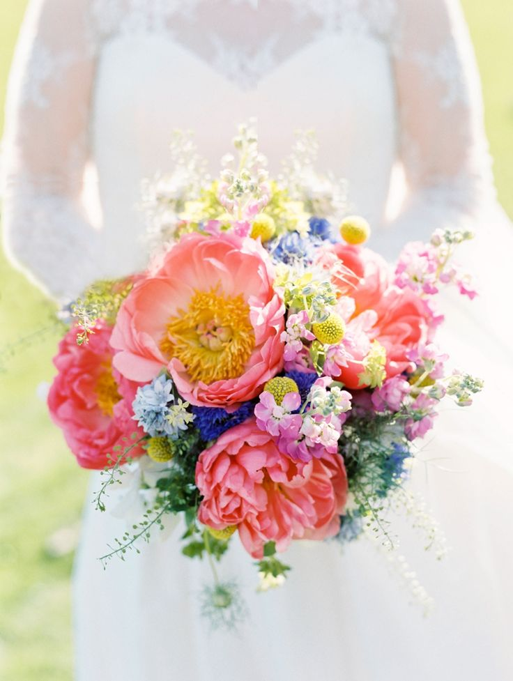 20 Beautiful Bridal Bouquets for the 1950s Loving Bride
