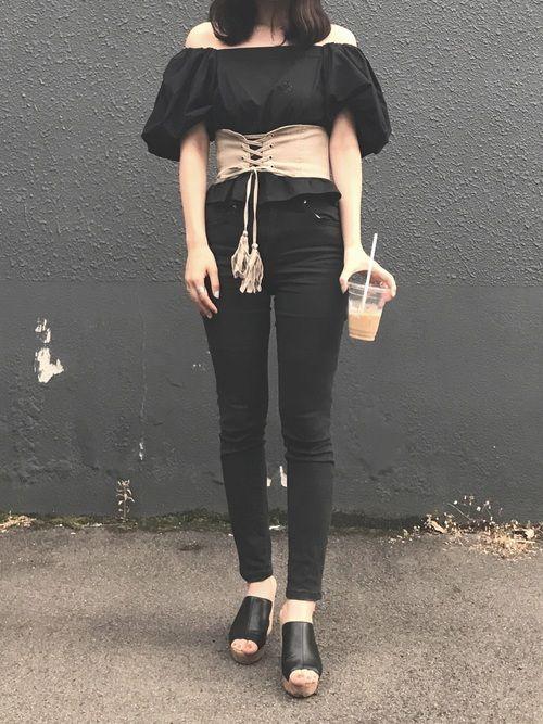 all black です❤︎ ベージュのコルセットベルトがpoint🐻
