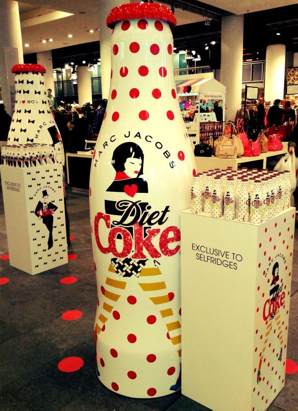 Marc Jacobs giant promotional coca-cola in Selfridges. Wow, look at this #P/O/P display matching the #Coca-Cola #packaging PD