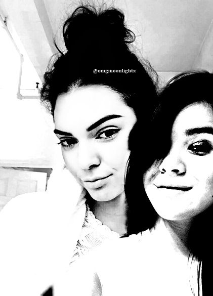 Kendall Jenner and Hailee Steinfeld manip