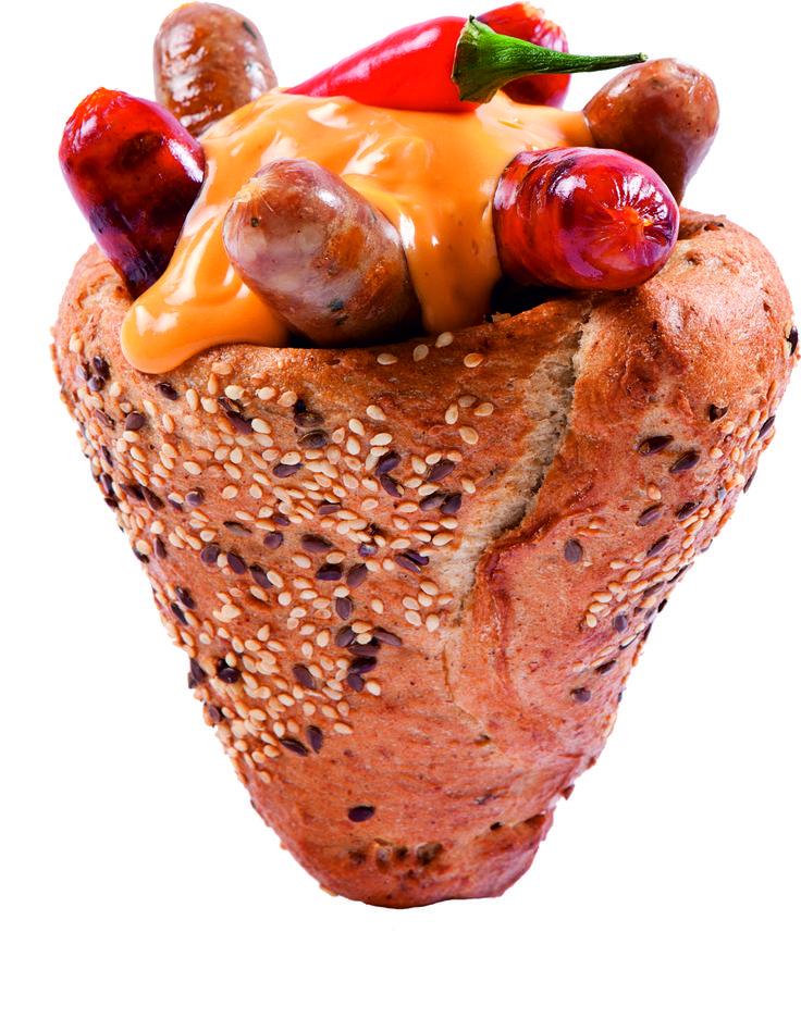 Jalapenos, cheddar sajtszószos, frissen sült kenyértölcsérben, helyben grillezett bajor és magyaros kolbászkákkal