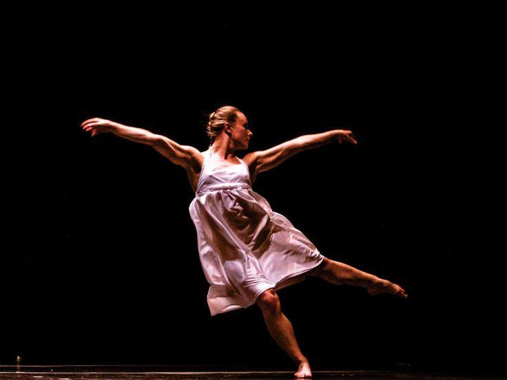 """Por meio do site Descola Aí é possível trocar qualquer tipo de produto, com qualquer pessoa do Brasil. A plataforma também possibilita que pessoas ofereçam serviços. Aprofessora de dança Cleo Beolchi, por exemplo, oferece aulas de tango, balé clássico, dança contemporânea, improvisação, expressão corporal, criatividade, preparação corporal de atores, oficinas em empresas, entre outros ritmos....<br /><a class=""""more-link""""…"""