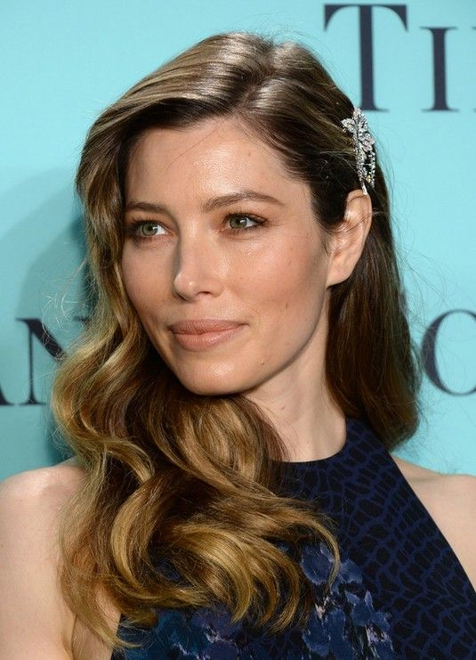 Jessica Biel's natural hair has beautiful highlights and she uses dark-coloured extensions to give her hairdo a little bit of contrast and depth. Description from goldielocksclipinhairextensionsltd.co.uk. I searched for this on bing.com/images