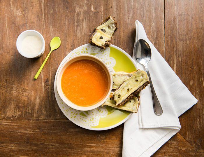 Sopa de tomates assados e Torradas com Camembert