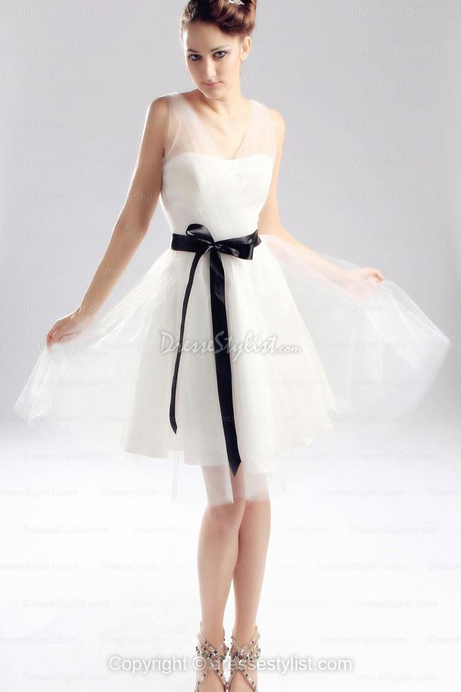 short wedding dress...perfect for bridesmaids!