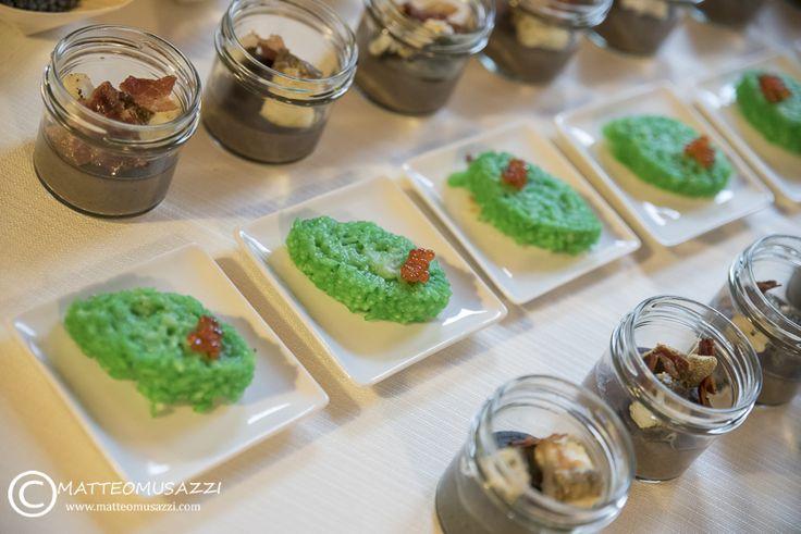 risotto al wasabi con caviale di salmone e barattolino con crema di fagioli neri con baccalà scottato e craker di bacon - Maggioni Party Service - Catering Novate Milanese - http://www.maggionipartyservice.com/