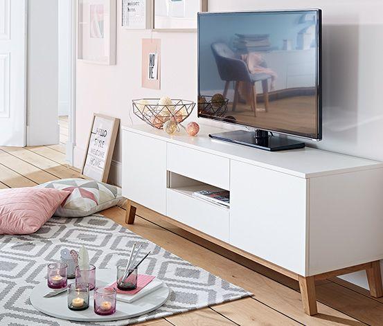 199,00 € Dieses Lowboard bietet ausreichend Stellfläche für TV-Geräte und Mediaplayer. Hinter den beiden Türen, im praktischen Klappfach, in der Schublade sowie im offenen Fach befindet sich zusätzlicher Stauraum für Bücher, Zeitschriften und vieles mehr.