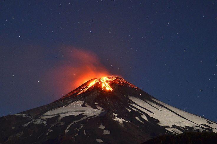 #Villarrica #volcano in #Chile, preparing to erupt.
