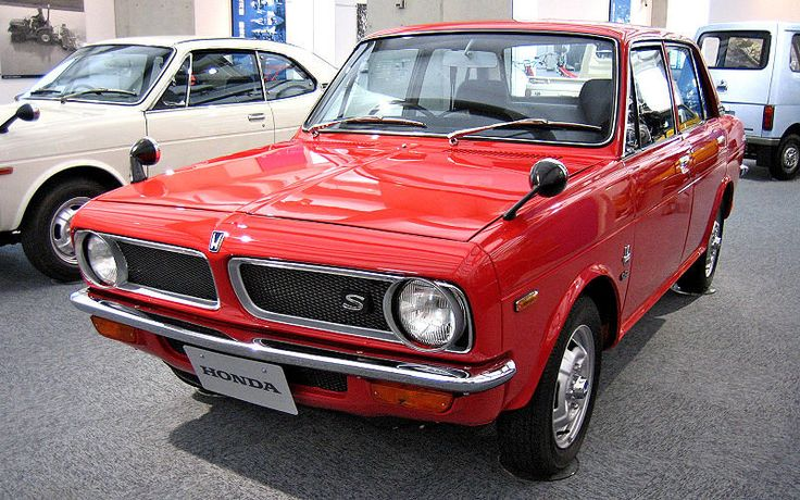 This HONDA 1300 is the first 4 wheel car of Honda!