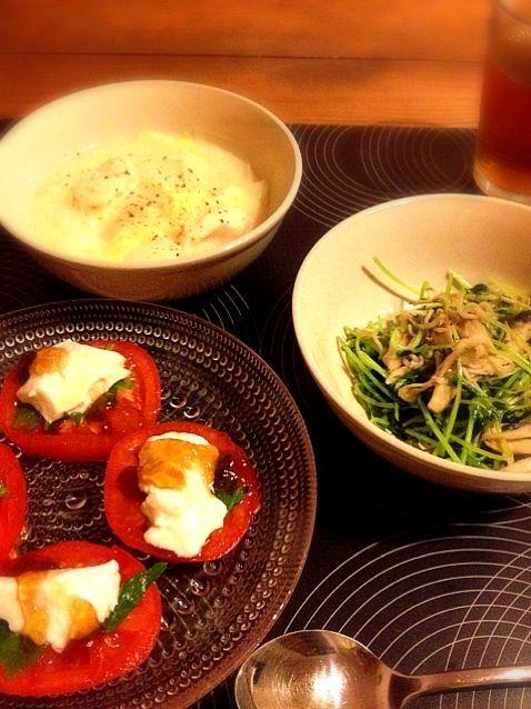 シラスをもっとカリカリにすれば良かったなぁ~(。-_-。) - 17件のもぐもぐ - トマトと豆腐のポンジュレカプレーゼ・鶏胸肉と白菜のクリーム煮・豆苗とまいたけとシラスのガーリック炒め by calitan