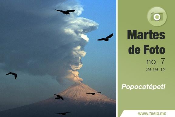 """La palabra Popocatépetl tiene sus raíces en el náhuatl, donde """"Popōca"""" significa """"que humea""""; y tepētl """"volcán"""". Don Goyo es un volcán localizado en los límites territoriales de los estados de Morelos, Puebla y México, y que desde la semana pasada ha destacado por su actividad, lanzando material incandescente y enormes nubes de ceniza. """"Don Goyo ha despertado"""", dicen, así que en esta ocasión compartimos con ustedes algunas fotografías que bien ilustran la actividad del ya no dormido gigante."""